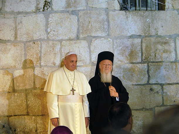640px-Pope_Franciscus_&_Patriarch_Bartholomew_I_in_the_Church_of_the_Holy_Sepulchre_in_Jerusalem_(1)