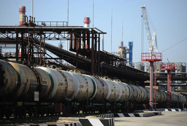 Russia Halts Exports of Oil, Petroleum Products to Ukraine